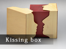 Kissing box